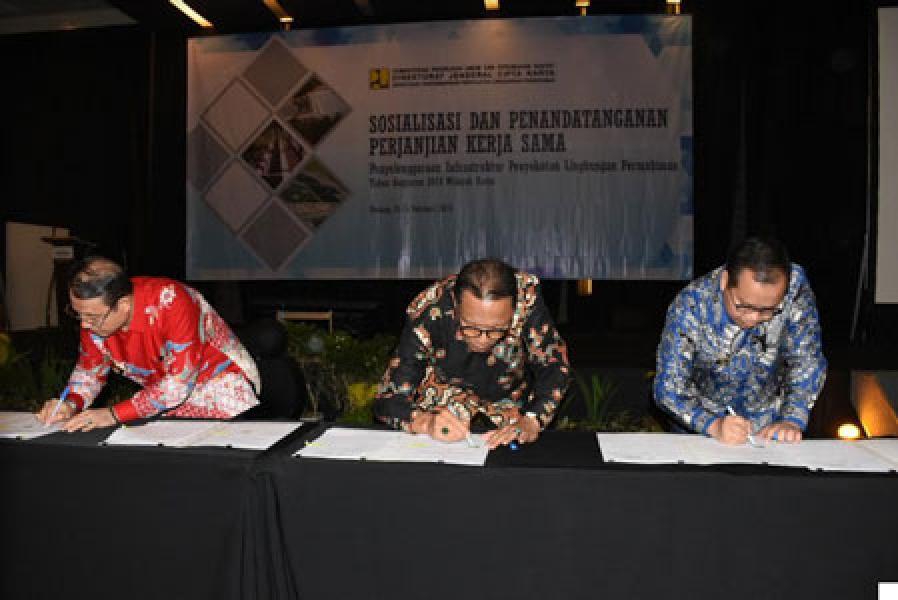 Bupati Kampar Azis Zaenal Tandatangani Kerjasama Dengan Kementerian PUPR