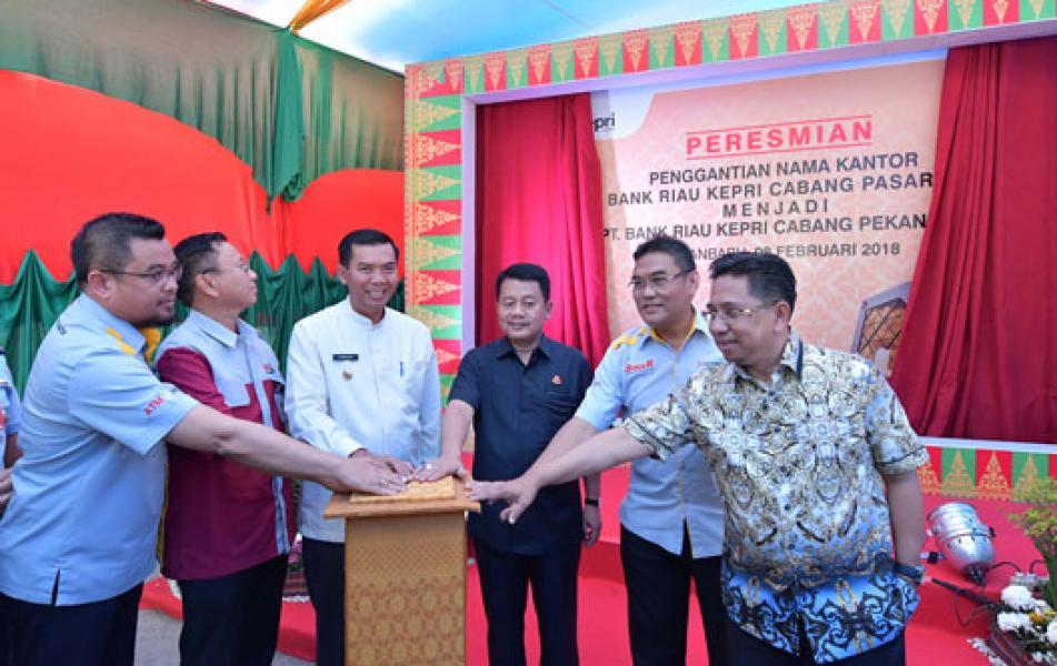 Walikota Firdaus MT Resmikan Nama Bank Riau Kepri Cabang Pekanbaru