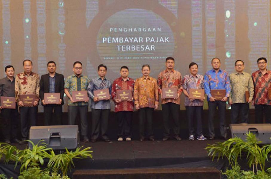 Lagi Bank Riau Kepri Raih Penghargaan Pembayar Pajak Terbesar Dari DJP Kanwil Riau dan Kepri