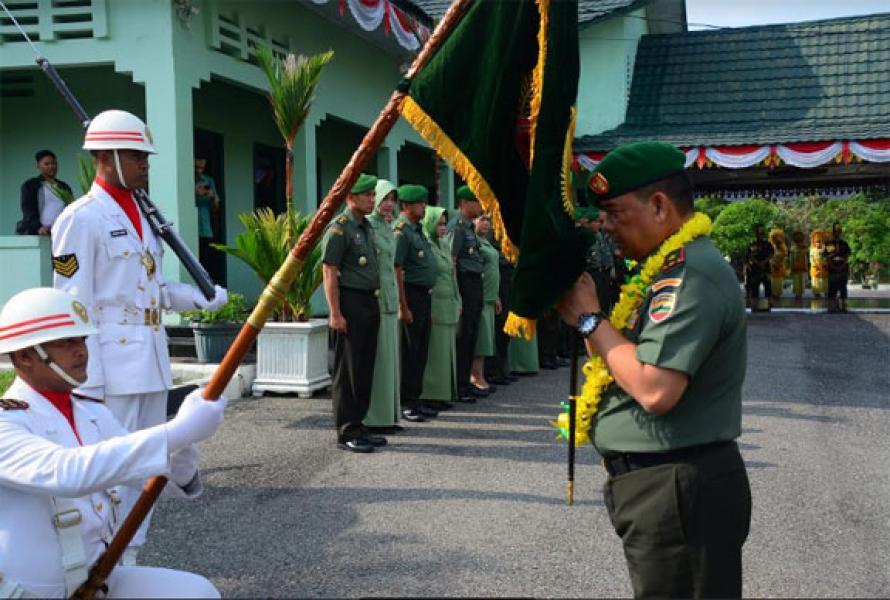 Tradisi Satuan, Prajurit dan PNS Korem 031/Wirabima Sambut Brigjen TNI Edy Nasution