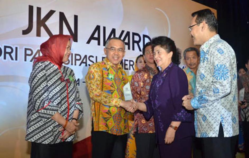 Plt Gubri Terima JKN Award dari Menteri Kesehatan RI