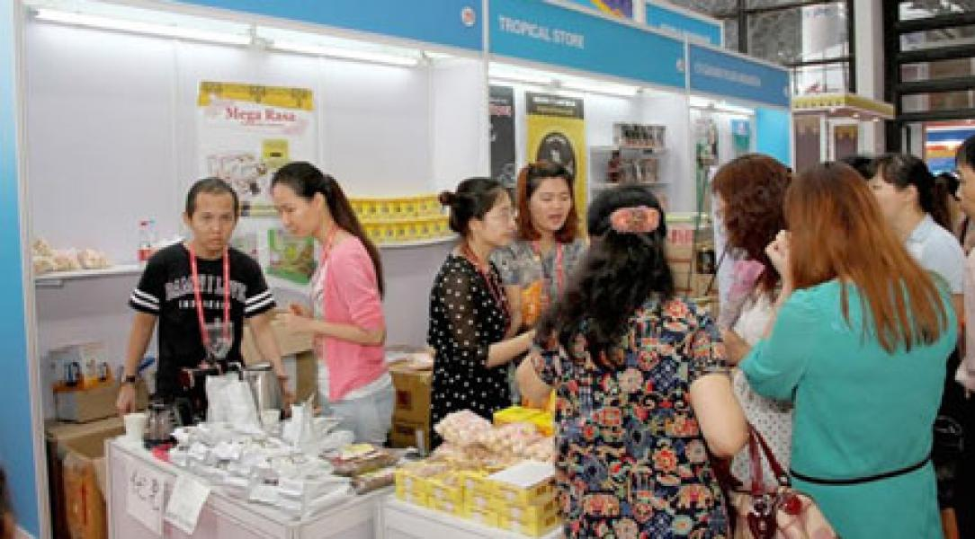 Stand Riau China Asean Expo 2015 Diserbu Pembeli, Produk UKM Ludes Terjual