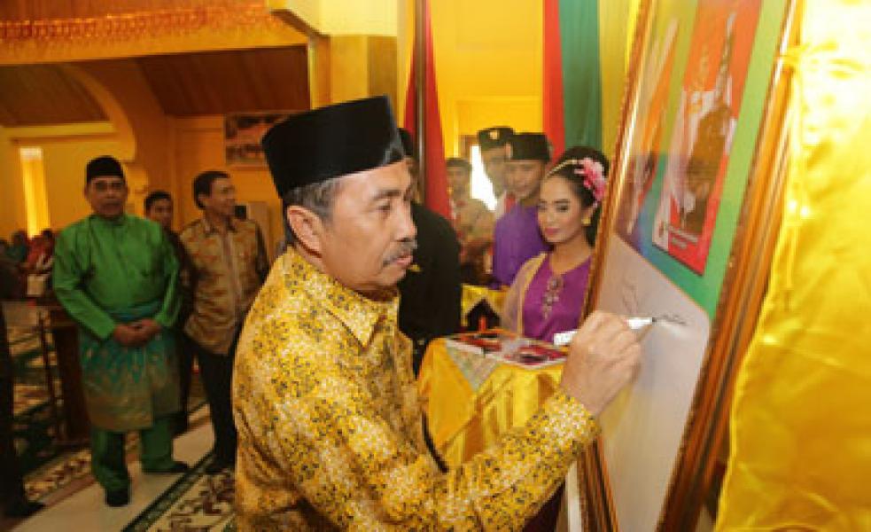Buku Tahta Untuk Negeriku Indonesia Resmi diluncurkan
