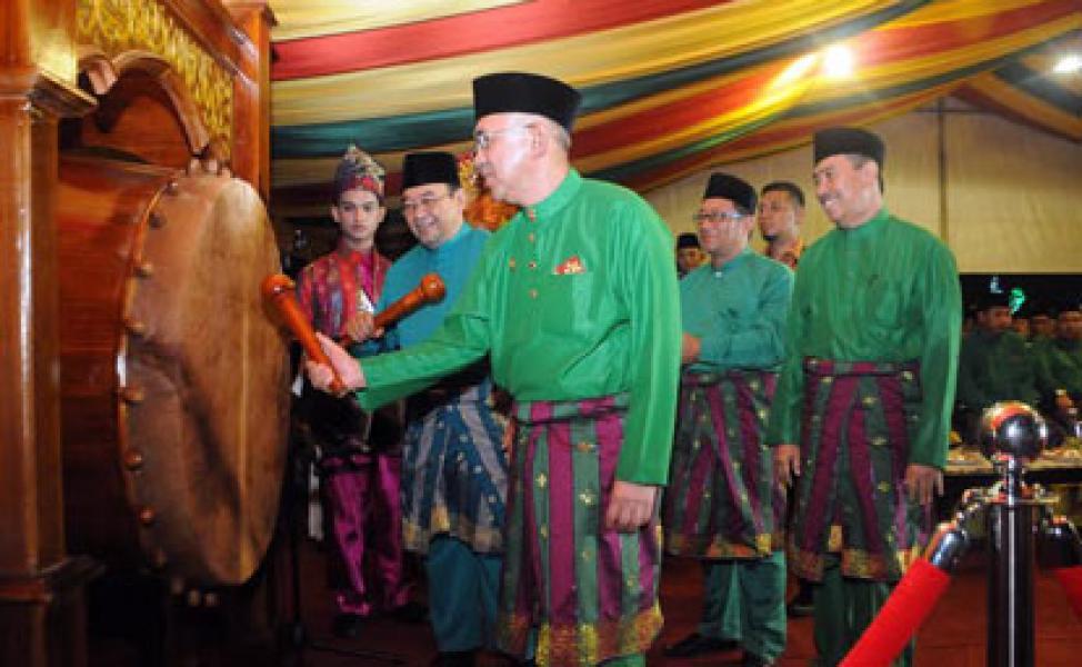 Plt Gubri Buka MTQ XXXIV Tingkat Provinsi Riau 2015 di Siak