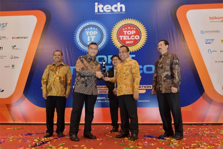 Bank Riau Kepri Raih 2 Penghargaan Tertinggi Pada Ajang TOP IT & TELCO 2017