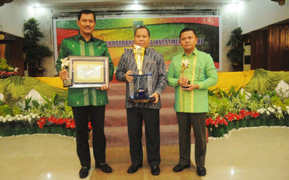 Bupati Meranti Raih Riau Invesment Award 2014