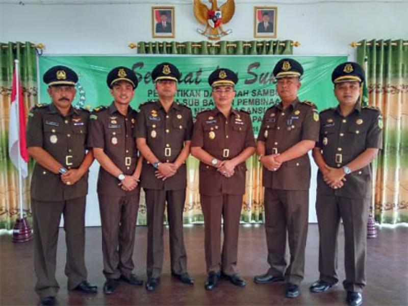 Peringkat Pertama di Riau, Kejari Rohil Terima Penghargaan