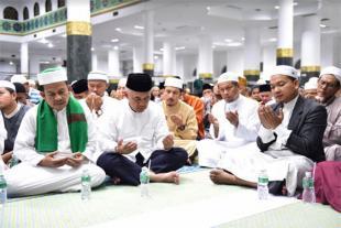 Gubri Sholat Gerhana Bulan di Masjid Raya Annur