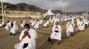 FOTO: Jemaah Haji Wukuf di Padang Arafah Ketika Pandemi