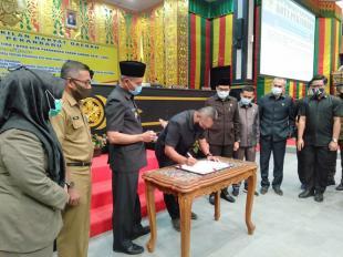 Wakil Walikota dan DPRD Kota Pekanbaru Sahkan Perda Pembentukan dan Susunan Perangkat Daerah Kota Pekanbaru
