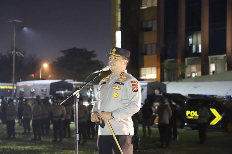 Gelar Patroli Skala Besar 2.302 Personil Jajaran Polda Riau Diterjunkan Sekaligus Bagikan 2.655 Paket Sembako