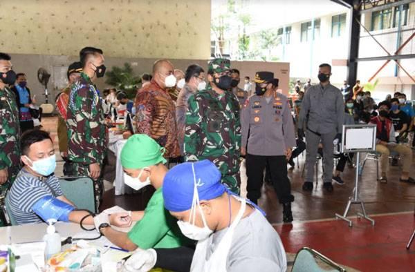 Panglima TNI Tinjau Dua Sentra Vaksinasi di Wilayah Jakarta