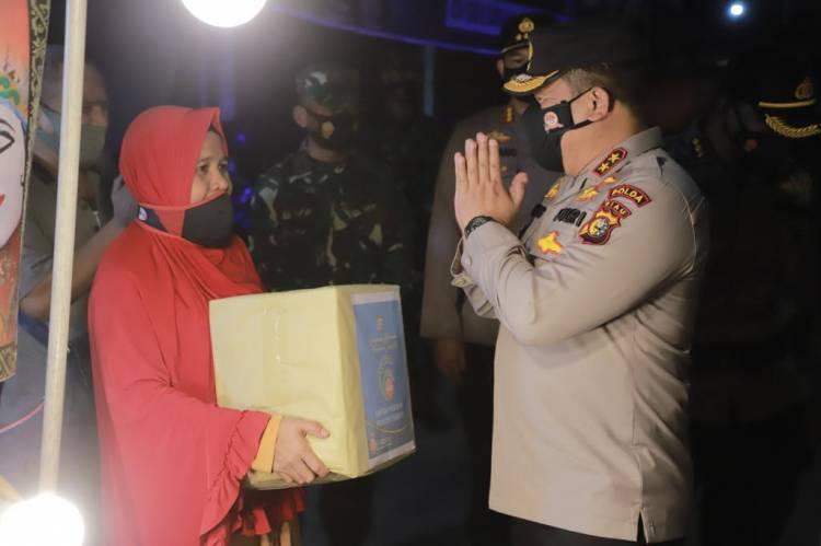 Pedagang Kaki Lima di Pekanbaru Dapat Berkah dari Kapolda Riau Saat Patroli Skala Besar
