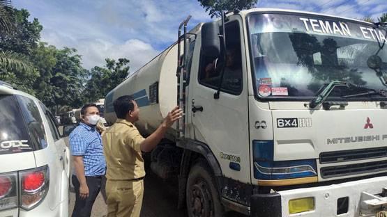 Cek Jalan Rusak, Wakil Bupati Rohil Imbau Supir Dump Truck Tidak Lebihi Tonase