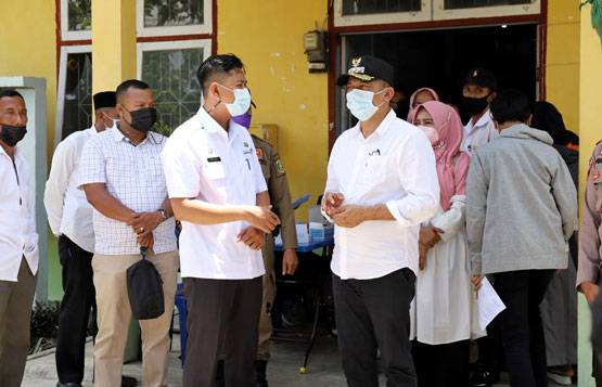 Pastikan Warga Divaksin, Bupati HM Adil Pantau Seluruh Kelurahan di Tebingtinggi