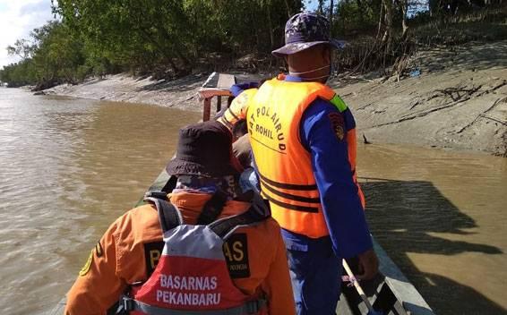 Nelayan Labuhan Tangga Hilir Rohil Hilang Diterkam Buaya Sungai Rokan
