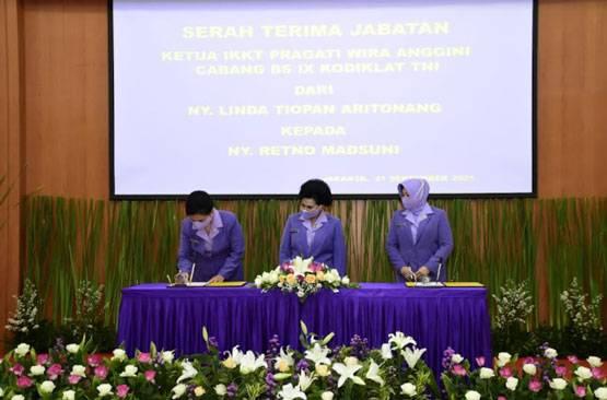 Ketum IKKT PWA Pimpin Sertijab Ketua IKKT Cabang BS IX Kodiklat TNI dan Ketua IKKT Cabang 11 Puskes TNI