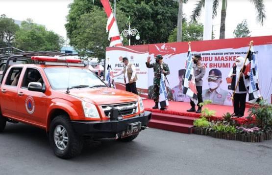 Panglima TNI Melepas Pemberangkatan Kendaraan Pembagi 500.000 Masker Untuk Bumi Arema