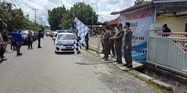 Bakti Sosial Humas dan Wartawan Mitra Polda Riau, Bagikan 250 Paket Sembako ke Warga Terdampak Covid-19