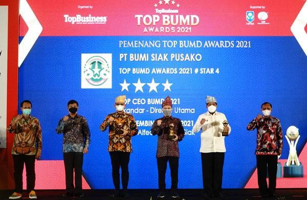 PT Bumi Siak Pusako Raih Tiga Penghargaan Top BUMD Awards
