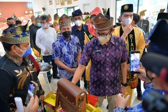 Menparekraf Kunjungi Gerai Sentra Budaya dan Ekonomi Kreatif Balai LAM Riau