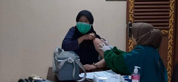 """Dengan Tagline """"BERKIBAR VACCINE"""" Korem 031/WB Gelar Serbuan Vaksinasi di LAM Riau"""