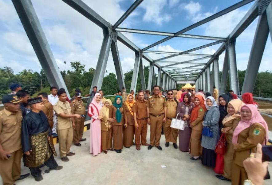 Bupati Suyatno Resmikan Jembatan Kasang Bangsawan Baru