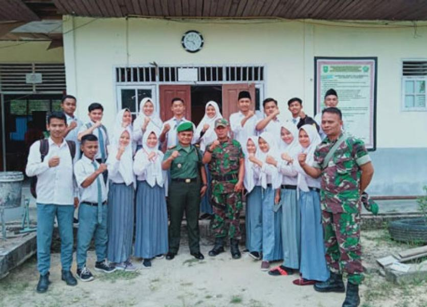 Tarik Minat Pelajar Masuk TNI-AD, Koramil 15/Kuala Kampar Kodim 0313/Kpr Gencar Sosialisasi