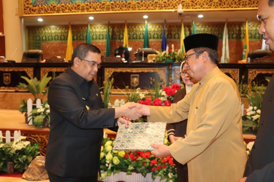 Pansus LKPj Serahkan Rekomendasi, Pemprov Riau Janji Akan Memperhatikan