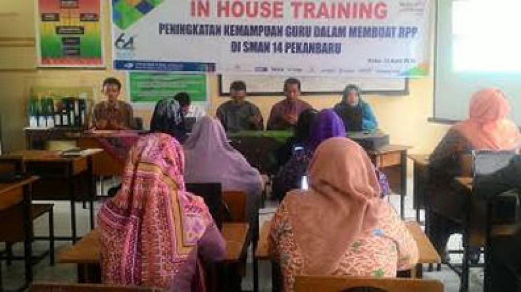 Tingkatkan Kompetensi Guru, SMAN 14 Gelar In House Training