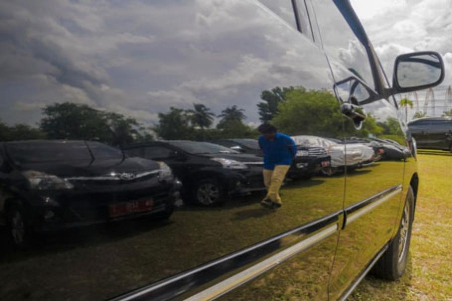 Dipantau KPK, Empat Mantan Pejabat Pemprov Riau Kembalikan Mobil Dinas