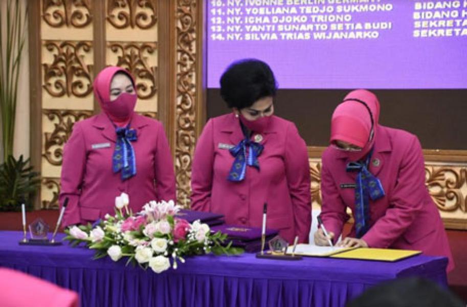 Ny. Nanny Hadi Tjahjanto Pimpin Sertijab Wakil Ketua Umum Yayasan Tunas Muda IKKT