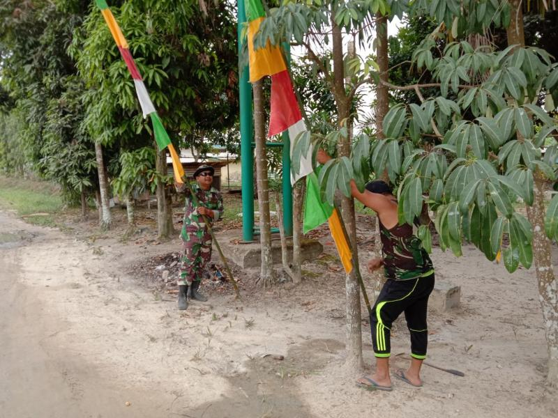 Kobarkan Semangat Kemerdekaan, Koptu Efrizal Pasang Umbul-Umbul