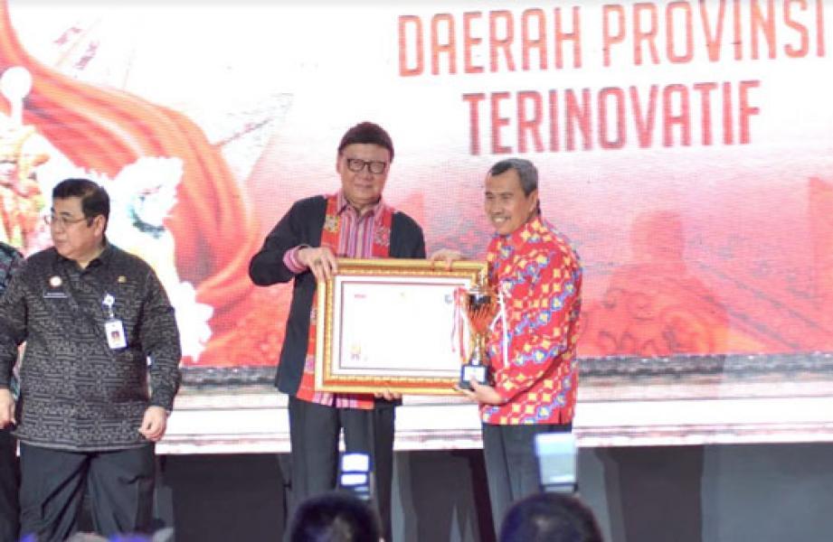 Gubernur Riau Terima Penghargaan Innovative Goverment Award 2019